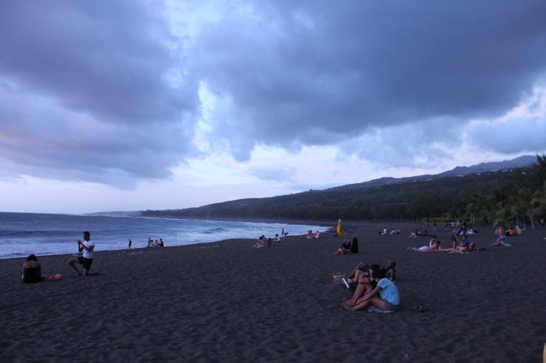 Un samedi soir de festival : plage quasi-deserte.